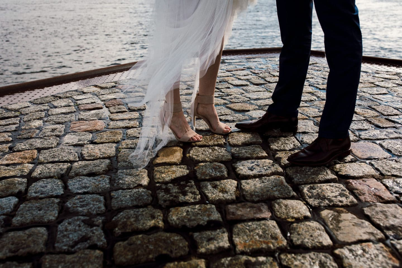 Die Schuhe des Hochzeitspaares