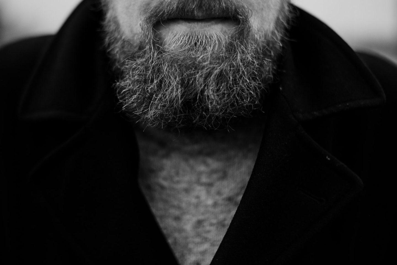 Der Bart von Christopher Große-Cossmann in schwarz weiß