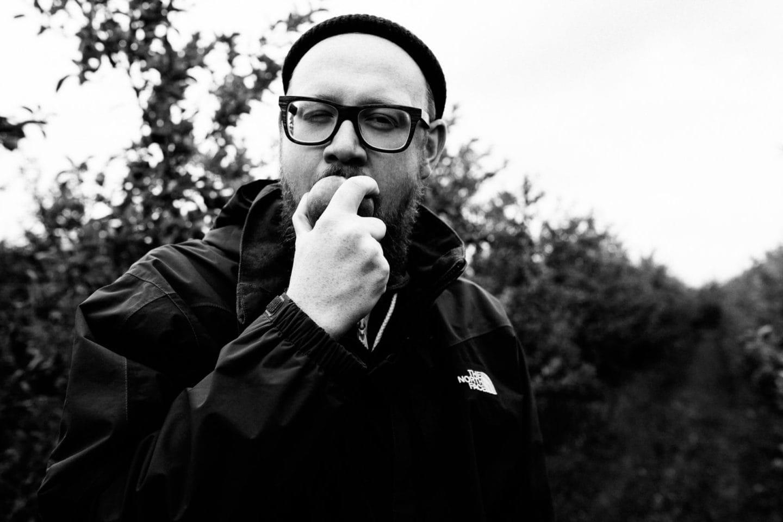Christopher Große-Cossmann beim Apfelessen