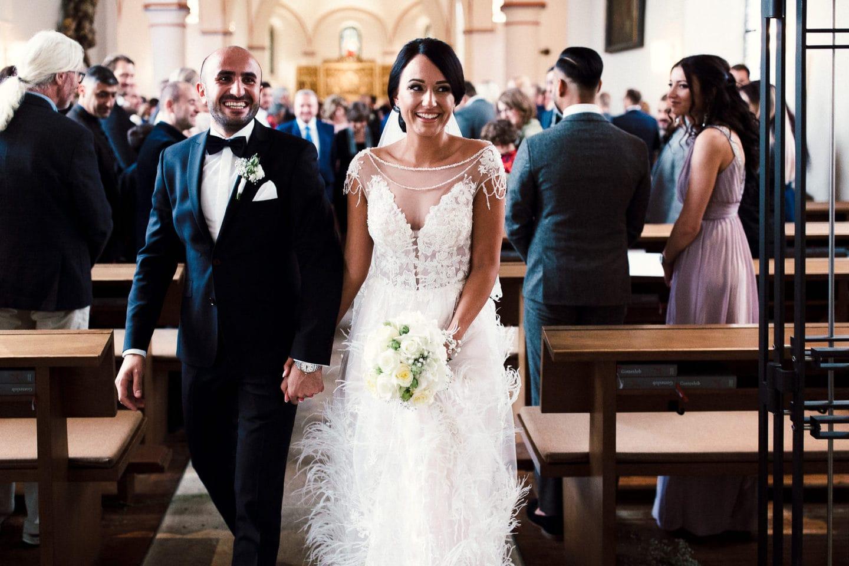 Da sie ihre deutsch armenische Hochzeit nicht zu 100% traditionell armenisch bzw. deutsch feiern wollten, sollte es das Beste von beidem gemischt sein.